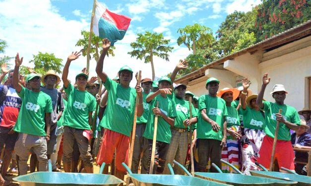 """""""Bâtir la République"""" à Madagascar par des actions de développement"""